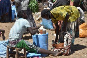 Ethiopia, Buying and selling at the market of Konso, EastAfricaTourOperator.net